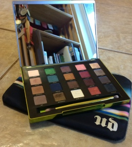 One of the nicer mirrors I've ever seen in a palette.