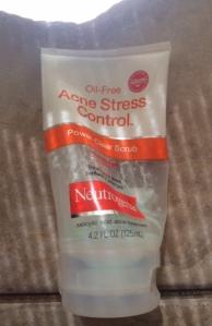 neutrogena_acne_Stress_control_scrub