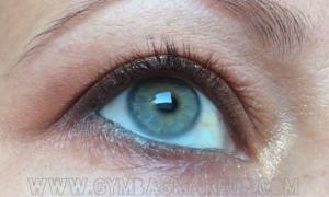 benefit_roller_lash_eye_open_pre_application