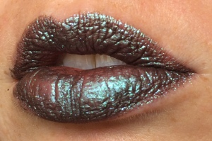 electromagnetic_four_coats_lip_swatch_light_source_3