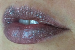 electromagnetic_one_coat_lip_swatch_light_source_3