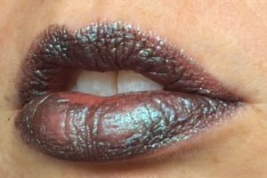 electromagnetic_three_coats_lip_swatch_light_source_2