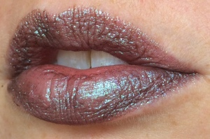 electromagnetic_two_coats_lip_swatch_light_source_2