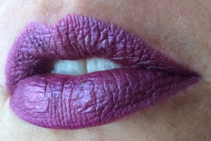 milani_violet_volt_electromagnetic_lip_swatch