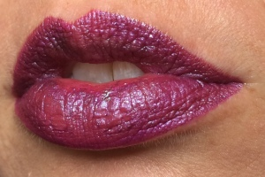 milani_violet_volt_electromagnetic_lip_swatch_2