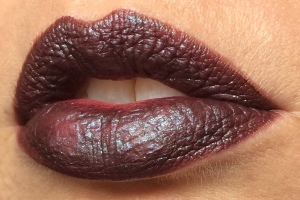 wnw_coffee_buzz_milani_dark_coffee_electromagnetic_light_source_2_lip_swatch