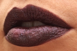 wnw_coffee_buzz_milani_dark_coffee_electromagnetic_light_source_3_lip_swatch