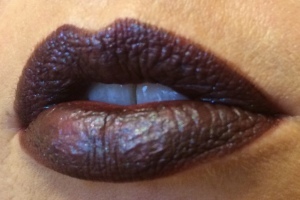wnw_coffee_buzz_milani_dark_coffee_electromagnetic_light_source_4_lip_swatch