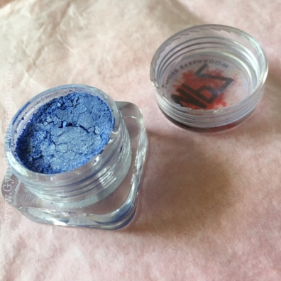 Would you just look at how absolutely stunning this eyeshadow is in the jar? It's insane!