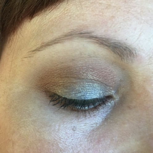 BASE: UDAAPP. BLENDING: MUFE Vanilla. From the Milani Earthy Elements Palette: the matte tan as transition, the light brown in the crease and the dark brown in the outer corner, the pale shimmer shade in the inner corner. TIGHTLINE AND WATERLINE: Avon black liner. MASCARA: Jordana Best Lash Extreme.