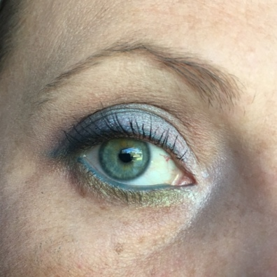 Blending/brow bone - Cool Taupe. Crease - Flamingo. V - Vamp. Lid - Unicorn. Blending lower lash line - Flamingo. Lower Lash Line - Moss. Liner - Peacock. Inner Corner - Foam. Waterline - Urban Decay Deep End. Mascara - Lancome Grandiose.