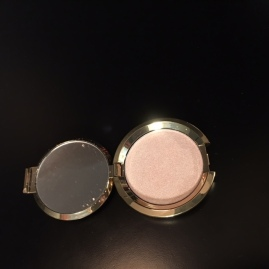 holiday_2017_haul_part_2_becca_light_chaser_highlighter_opal_flashes_jade_product